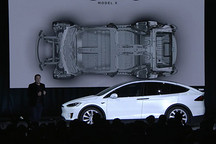 3.2秒即破百 特斯拉Model X正式上市交车