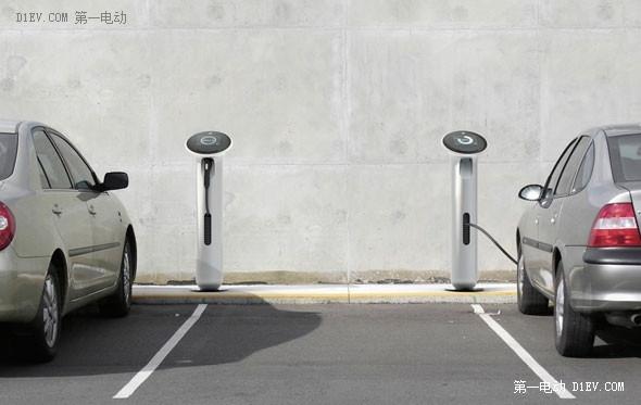 """电动汽车不能再烧了!充电桩应该""""会充电、懂充电"""""""