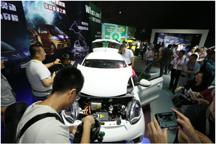"""向左或向右 中国新能源汽车""""十字路口""""的展望"""