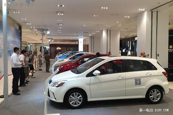 北京燃油车摇号指标或被砍1/3 为新能源让路