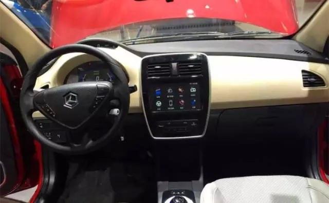 雷丁三厢电动汽车V60内饰