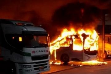 香港电动巴士爆燃 公共交通领域三元电池不宜冒进