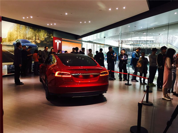 特斯拉Model3排队购车闹哪样 中国网友晒出首张订单