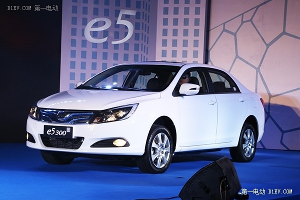 比亚迪携秦EV300、e5同步上市 秦EV售价25.98万-30.98万