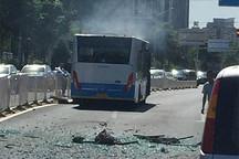 北京一辆电动公交车空调爆裂