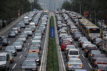 新能源汽车发展遭掣肘:购车补贴退坡 充电设施不足