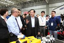 万钢参观河南省创新创业成就展,中航锂电获重点关注