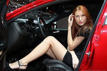 巴黎车展电动车汇总:奔驰纯电动SUV 、奥迪新款A3 e-tron、宝马i8