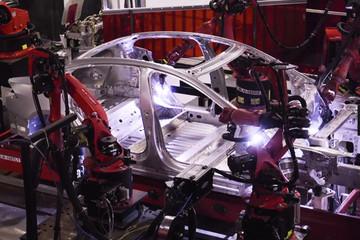 视频 | 揭秘自动化工厂 特斯拉就是这么造出来的