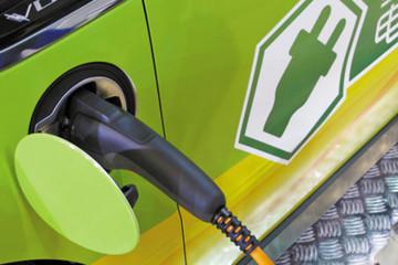 江西发布2016年新能源汽车补贴方案 个人买纯电动乘用车最高补1.4万