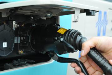 大功率充电桩引进青岛 最快一小时汽车充满电
