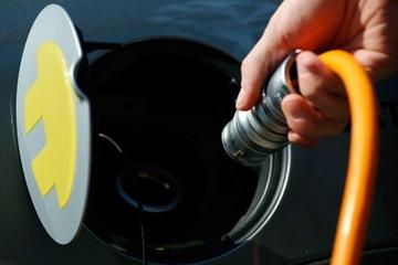 挪威电动汽车保有量达10万 年减排二氧化碳20万吨