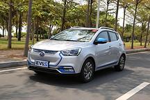 中国品牌纯电SUV首次获奖 江淮iEV6S将2016年度纯电动汽车奖收入囊中