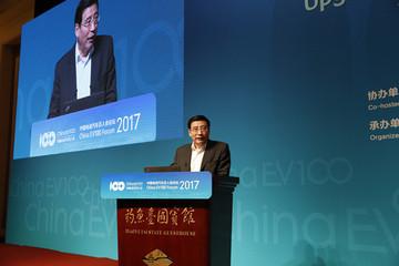 苗圩:2016年是新能源汽车技术提升年 六大方向促进行业发展