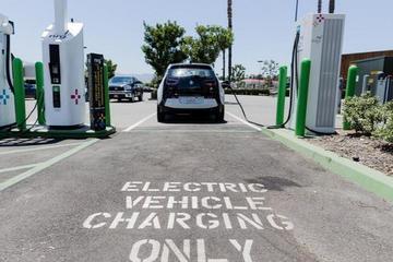 加州电力公司拟筹集逾10亿美元建电动汽车充电站