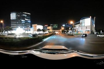 VR试 | 配置丰富油耗低 荣威eRX5带你夜游大上海