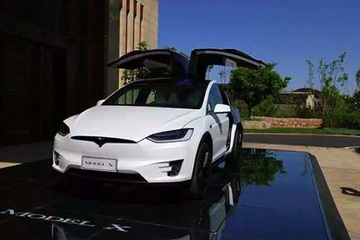 Model X司机指责Autopilot导致其发生交通事故