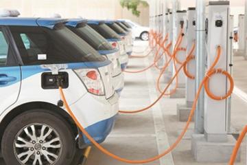 """全国首个""""变+充电站""""在深开业 一天可快充720辆电动车"""