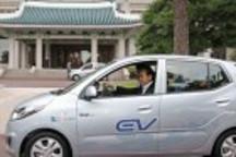 现代起亚发布首款电动汽车Blue On 最高时速130公里