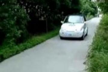 杭州人自制微型电动汽车