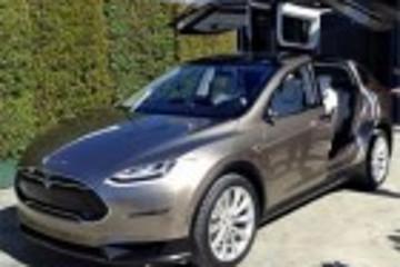 特斯拉Model X 亮相洛杉矶 10日开始接受预定