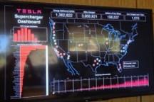 特斯拉总部超级充电站显示屏 实时反馈Model S充电信息