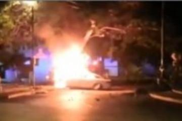 特斯拉Model S汽车再次起火燃烧 先撞墙再撞树
