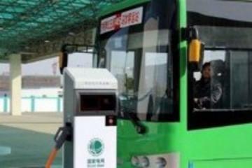 芜湖首辆新能源公交车上路运行 预计15年底投入450辆