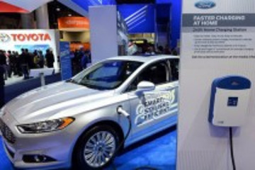 福特动汽车及充电桩亮相2014 CES