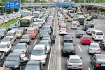中国蝉联全球最大车市 年增量超200万辆