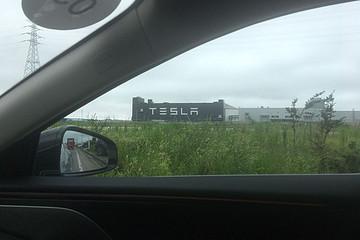 搞事,我把小鹏P7开到了特斯拉超级工厂,然后……