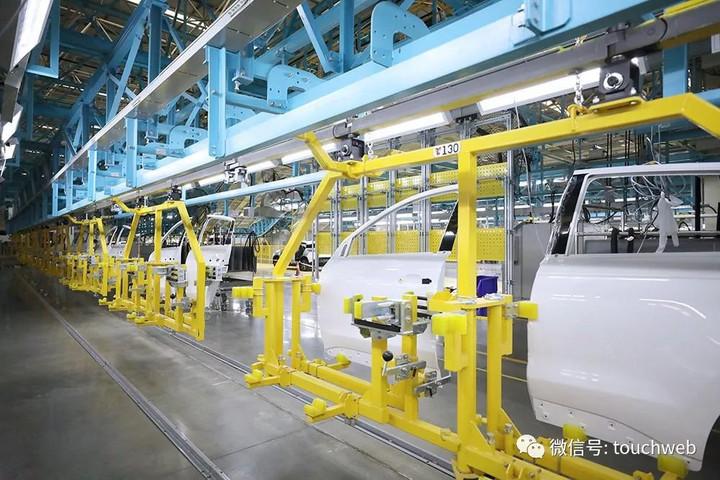 采用的是abb公司的irb4600系列机器人,线体为往复式循环结构,节拍更快
