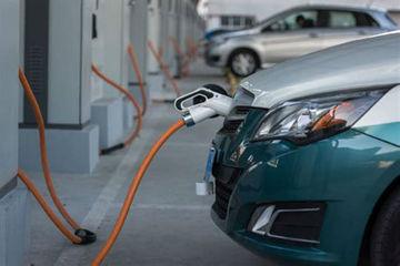 工信部发布2017年乘用车企双积分成绩:北汽新能源和比亚迪超20万分