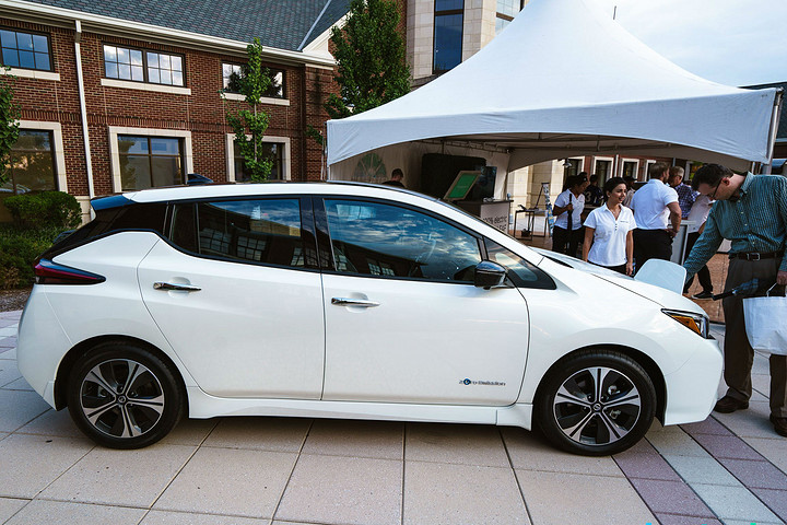 14-new-nissan-leaf-2018-sideview-wheels-rims-profile-design-national-drive-electric-week-bridgewater-nj-39.jpg