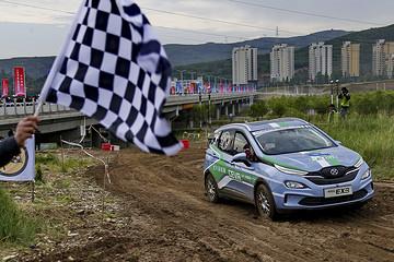 第六届环青海湖(国际)电动汽车挑战赛-短道拉力赛举行:泥泞中纵横驰骋!