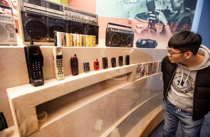 手机从大哥大到智能手机的变化