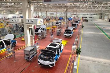 EV晨报 | 11月上牌新能源乘用车11万;特斯拉下调Model 3预售价;广汽新能源工厂竣工