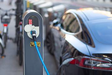 2018年新能源车召回比例达13.46%,二手电动汽车保值率低