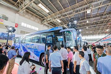 吉利商用车首款氢燃料公交车和纯电动城间车震撼发布 引领绿色出行新时代