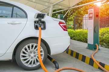 充电联盟:截至2月全国充电桩保有量124.5万台,换电站400座