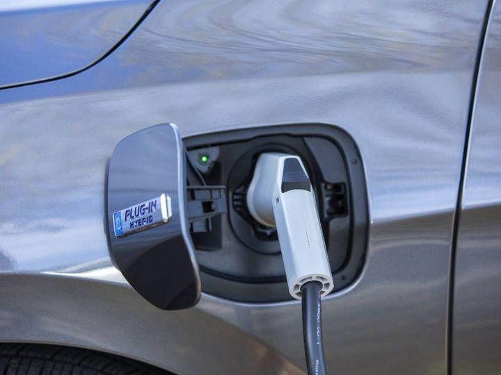 2018_Honda_Clarity_Plug_In_Hybrid-charging.jpg