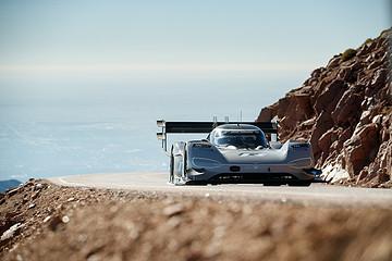 大众电动汽车打破百年派克峰爬山赛纪录
