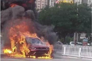 """刚提的车就自燃,吉利首款轿跑型SUV星越""""火""""得太快了"""