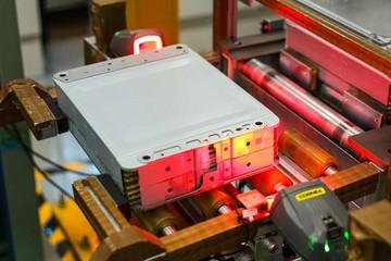 100亿公里0事故?探秘东风日产全自动电池生产线