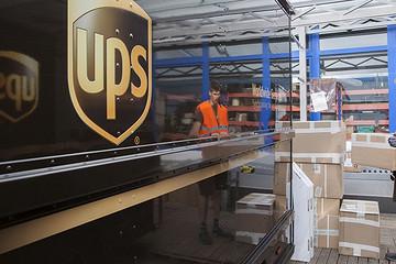 """续航160公里 UPS要用""""短腿""""纯电卡车送快递"""
