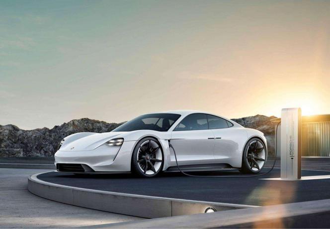 Taycan免费为车主充电三年,这能成为买保时捷的理由?