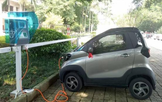 交流充电桩 【交流充电桩原理】 电动汽车交流充电桩的特点
