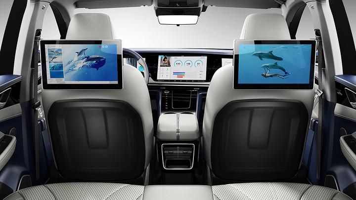 """正副驾座椅背后的2块屏幕,与前排3块大尺寸屏幕一起与用户的外部iPhone、iPad等移动设备实时互联,形成""""5+X屏即时互联"""".jpg"""