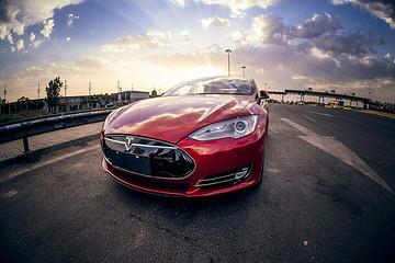 特斯拉频现自燃,凸显新能源车追责难?