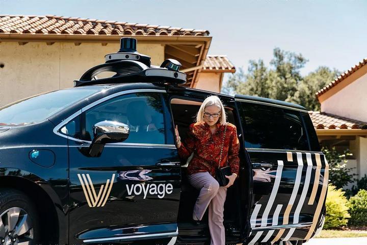 和Walkman、智能手机不同,自动驾驶的尝鲜者可能不是年轻人